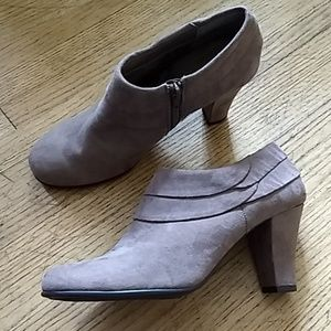 Aerosoles suede ankle booties Size 9 1/2